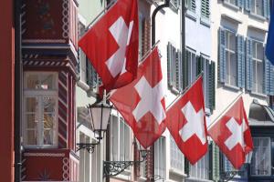 svizzera-palazzi-bandiere-300x200.jpg
